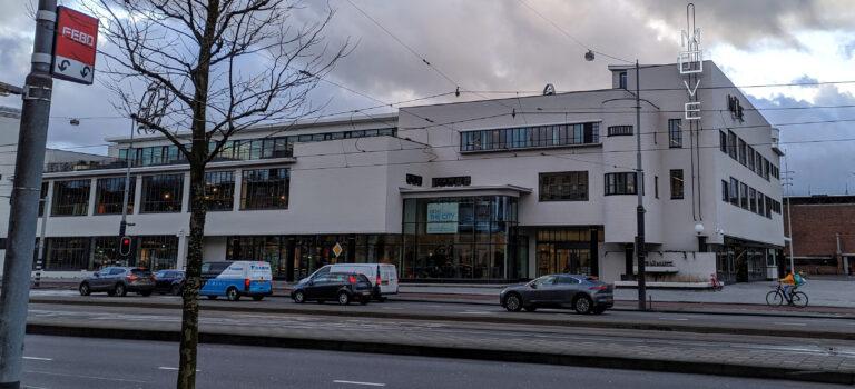 De zuidelijke Citroëngarage aan het Stadionplein in Amsterdam, tegenwoordig Move Amsterdam (28 januari 2020)