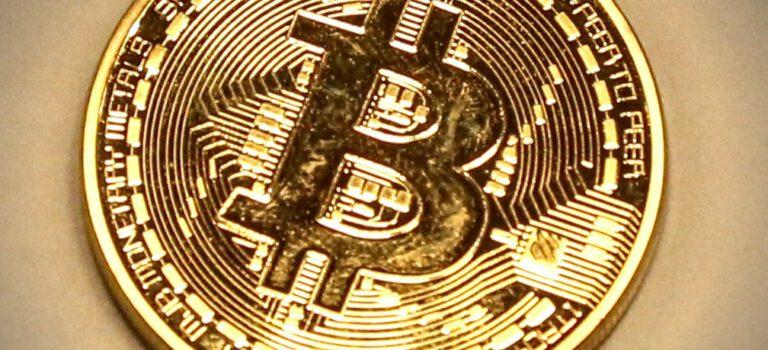 Bitcoin-munt, geen echte bitcoin. Bitcoins bestaan alleen digitaal.